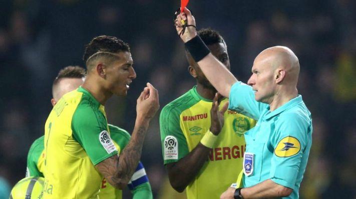 Polémica en Francia por árbitro que golpeó a jugador