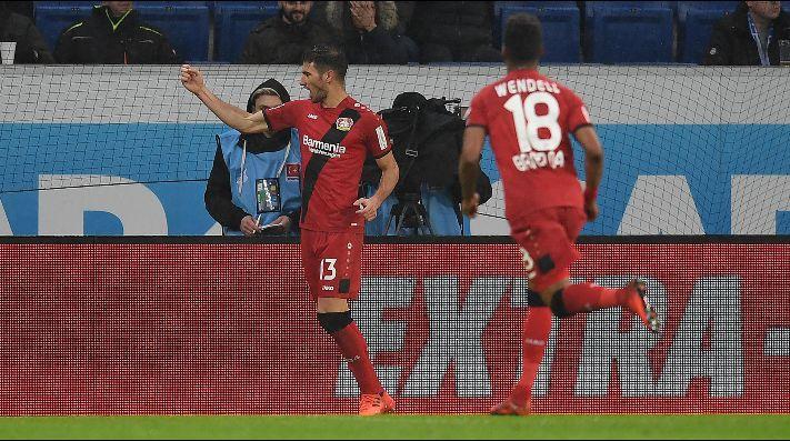 Lucas Alario marcó un doblete en la victoria del Bayer Leverkusen