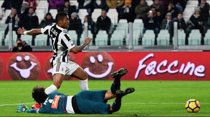 Juve supera a Genoa y está a un punto del líder