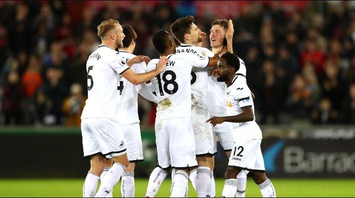 Swansea sorprende y vence a Liverpool por la mínima diferencia