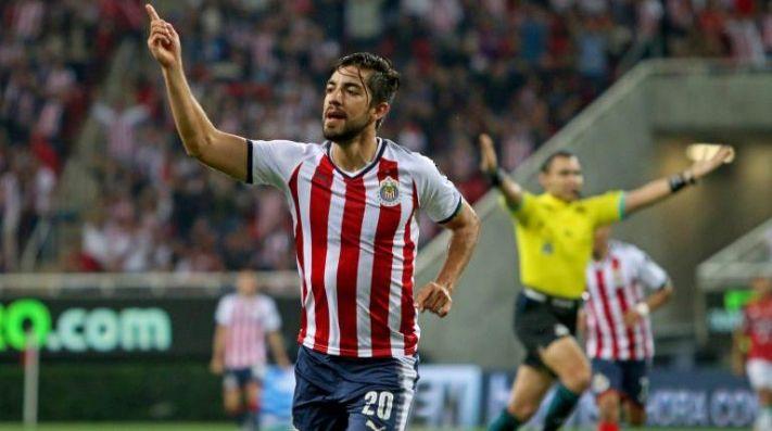 Oribe Peralta calienta el 'Clásico Nacional'