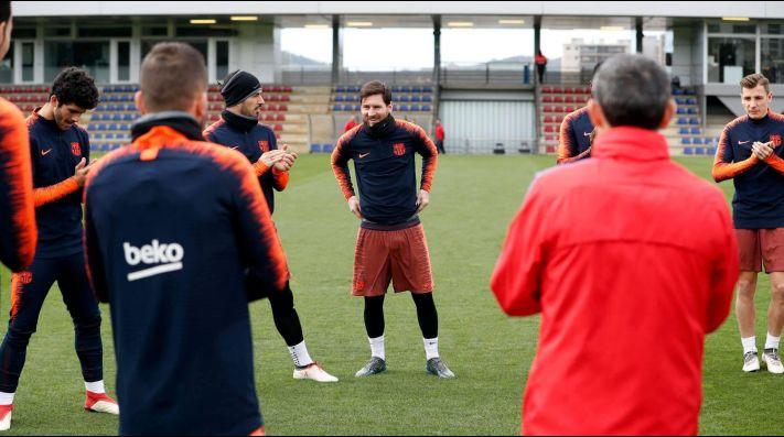 El plantel del Barcelona homenajeó a Messi por su tercer hijo