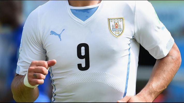 Uruguay presentó su camiseta suplente y explotaron los memes 220601b15a37d