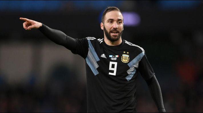 Gonzalo Higuaín volvió a la selección Argentina fallando un gol increíble
