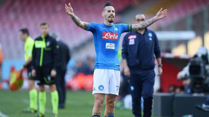 Hamsik le regaló a Maradona la camiseta con la que igualó su récord en  Napoli 2d65b1080c75b