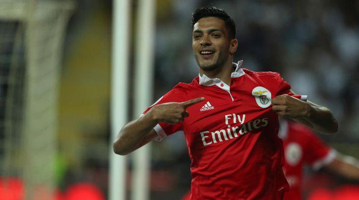 Raúl Jiménez marca doblete y da triunfo al Benfica