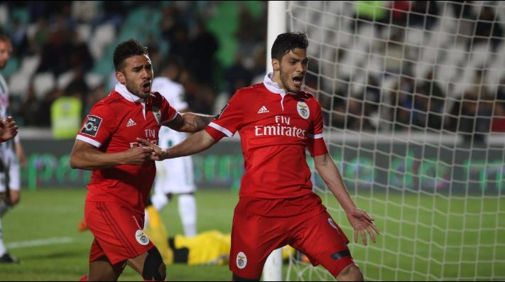 Con Herrera los 90', Porto sigue al acecho del Benfica