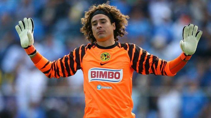 'Memo' Ochoa y el Standard siguen en la lucha por el título