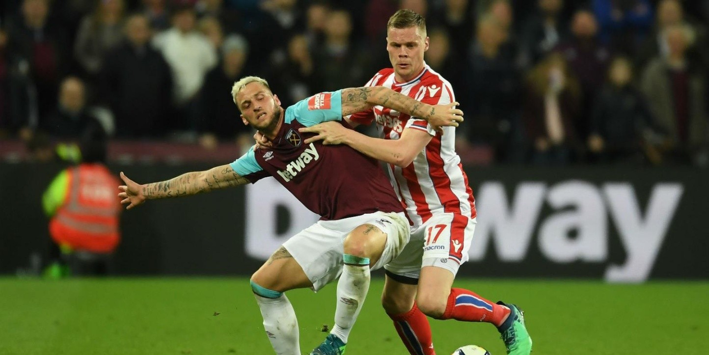 West Ham vs Stoke City empatan en la jornada 34 de la Premier League.