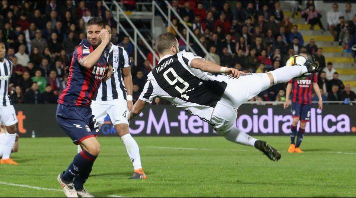 Nápoles pone al rojo vivo la Liga de Italia