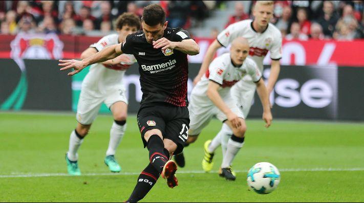 Leverkusen de Aránguiz cae y peligra su ingreso a Champions