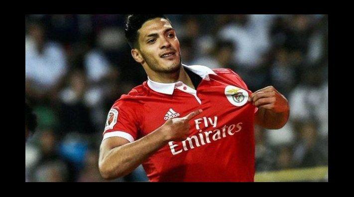 Benfica planea vender a Raúl Jiménez