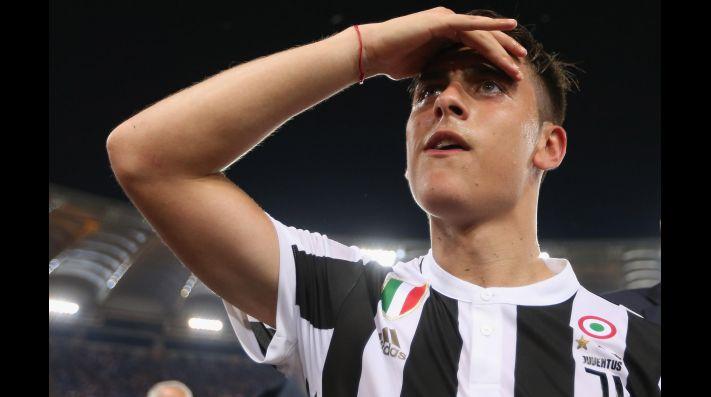 6503ce5159e Una joyita  Dybala presentó la nueva camiseta de la Juventus