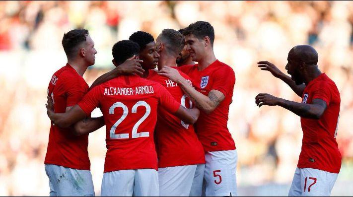 Inglaterra venció a Túnez sobre el final