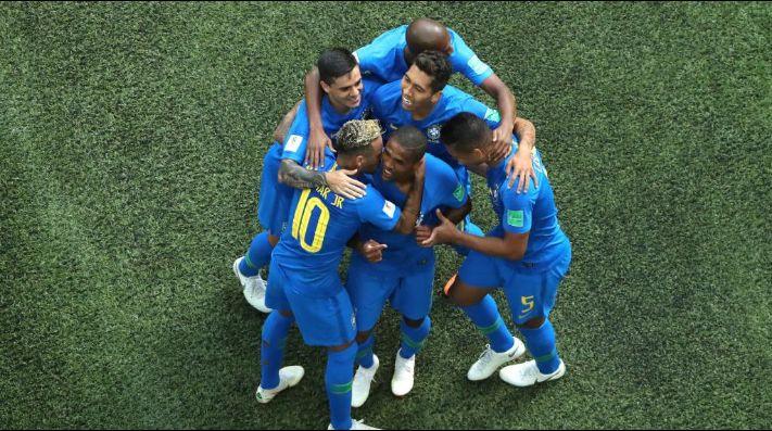 Brasil hace los deberes y pasa como primera de grupo (0-2)