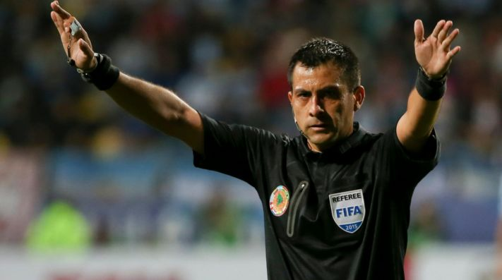 Los argentinos explotaron contra el cuarto árbitro ante Francia por ...