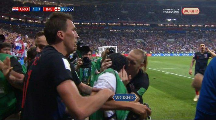 Foto de los jugadores de Croacia con el fotógrafo.
