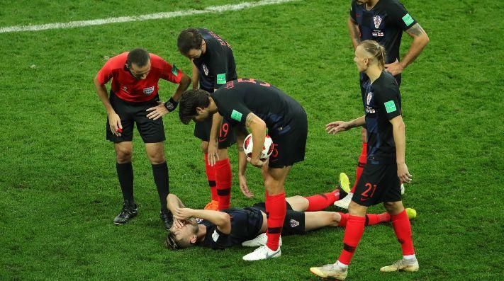 DEJÓ TODO. Ivan Rakitic tendido en el suelo durante el partido entre Croacia e Inglaterra (Foto: Getty).
