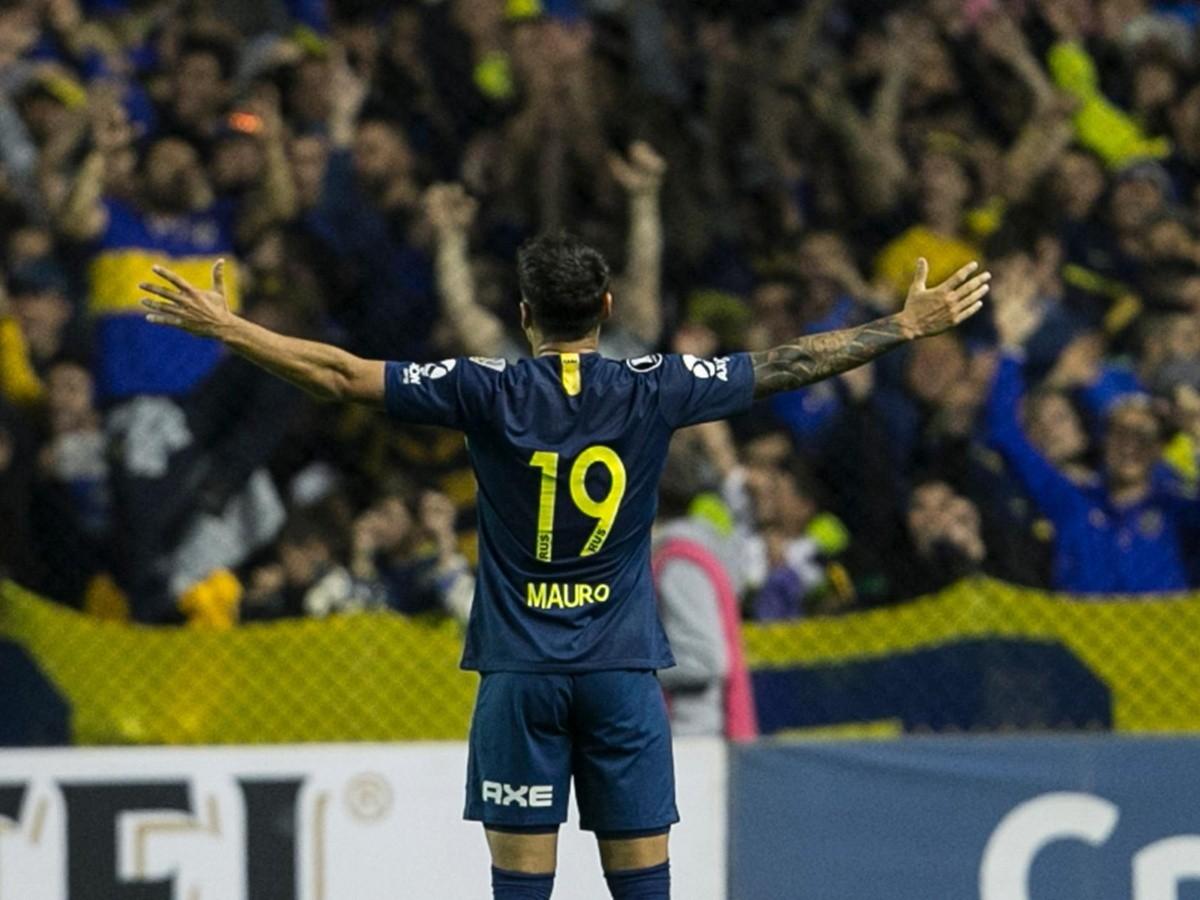 Mauro Zarate, ex-stella della Lazio di molti anni fa esulta al suo primo gol in maglia Boca Juniors. La rete nella ottavi di finale della Copa Libertadores nella partita giocata a La Bombonera contro il Libertad Asunciòn. Foto: Getty Images.