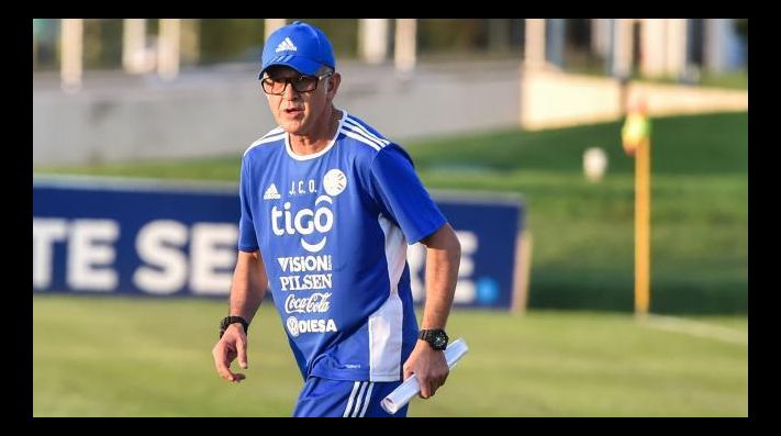 Juan Carlos Osorio a nada de abandonar a Paraguay
