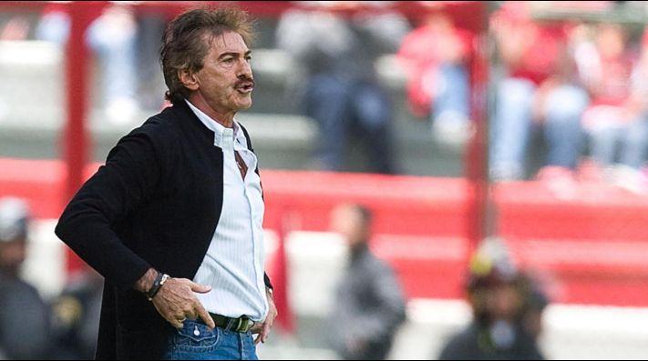 Ricardo La Volpe deja de ser DT del Pyramids FC