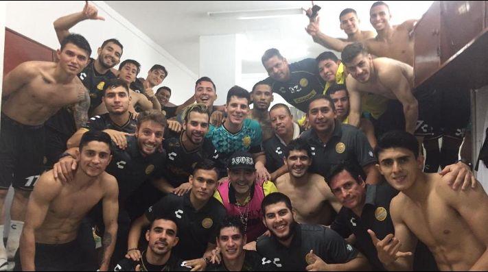 El equipo de Maradona clasificó a la Liguilla