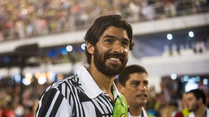 A los 42 años, el Loco Sebastián Abreu agranda su increíble récord