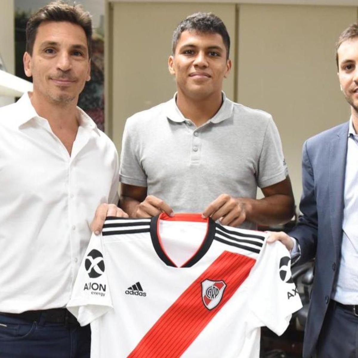 93099e76648ca Oficial  el paraguayo Rojas
