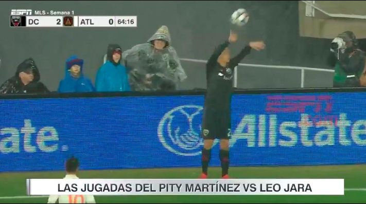 ¿Se asustó con el Pity? Jara sacó horrible un lateral en su debut en la MLS