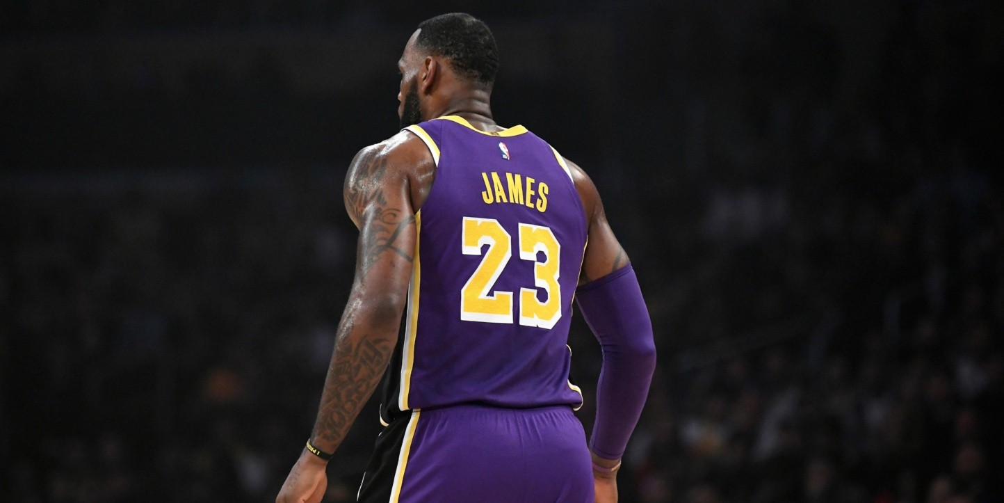 Se rinden: los Lakers limitarán los minutos de LeBron James