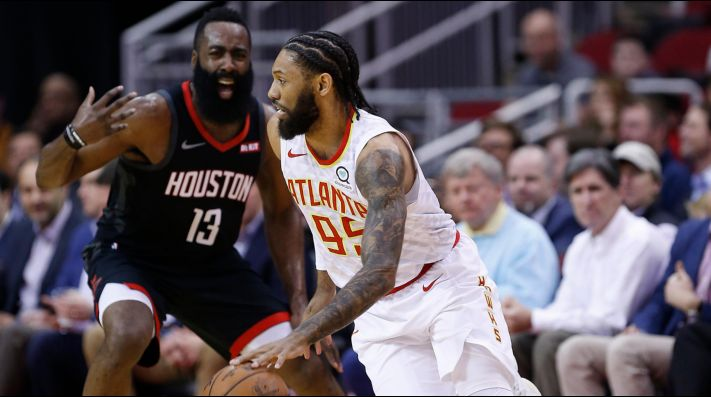 James Harden y De Andre' Bembry (Foto: Getty)