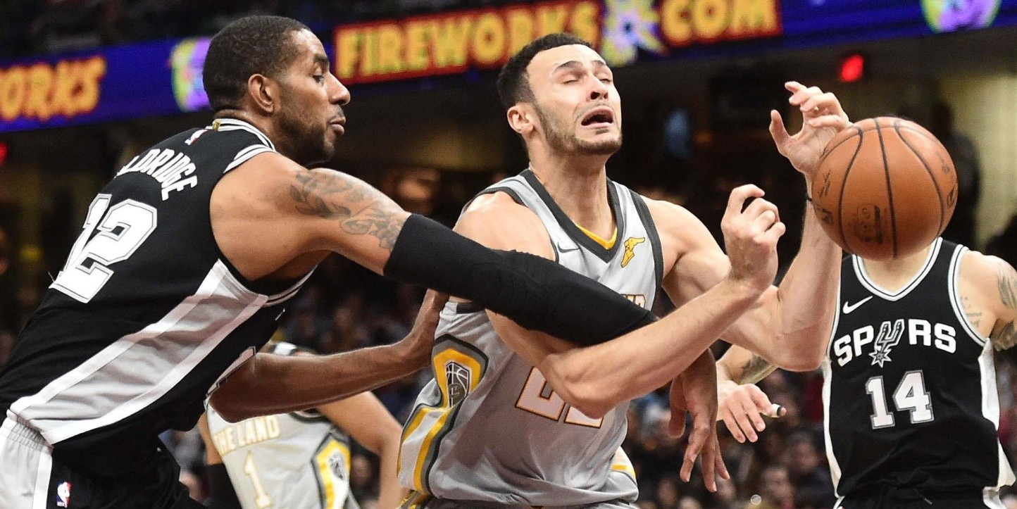 LaMarcus Aldridge, Larry Nance Jr.