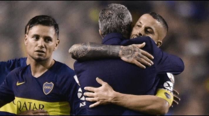 Boca viral: en la foto del abrazo entre Alfaro y Benedetto, todos hablan de la cara de Mauro Zárate