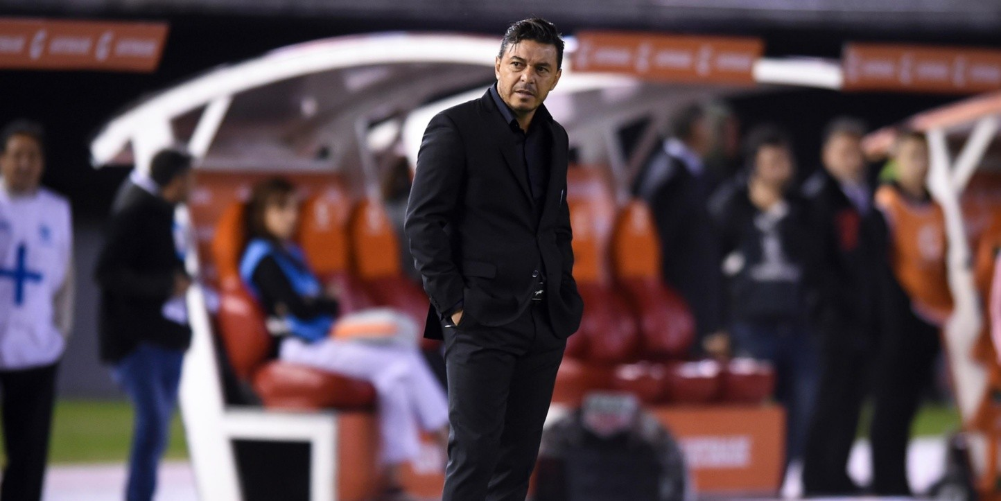Marcelo Gallardo en el banco de River.