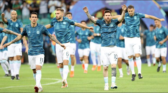 A Di María le preguntaron si todavía falta que aparezca Messi en la Copa América