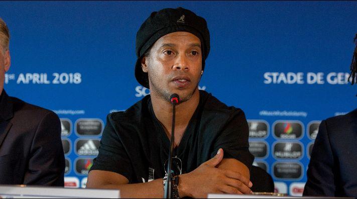 El duro momento que atraviesa Ronaldinho: le bloquearon 57 propiedades y no puede salir del país