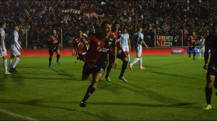 El festejo de gol de Colón.