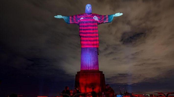 Con ayuda sagrada: el Cristo Redentor se vistió con la camiseta del Flamengo