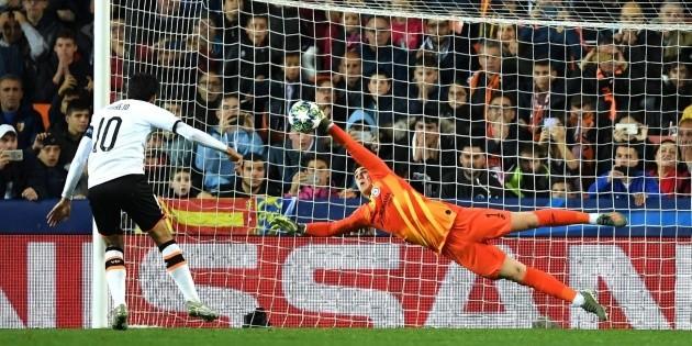 Valencia y Chelsea nos regalaron un partido espectacular y empataron 2 a 2 | Bolavip