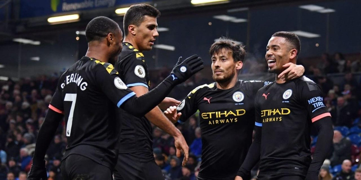 El City goleó 4 a 1 al Burnley y le acorta distancia con el Liverpool