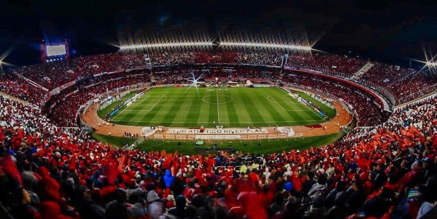 Foto del estadio Monumental en plena fiesta.