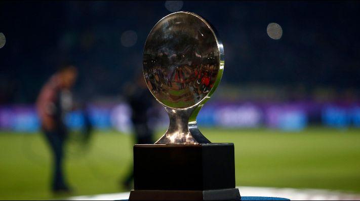 El trofeo de la Copa Superliga.