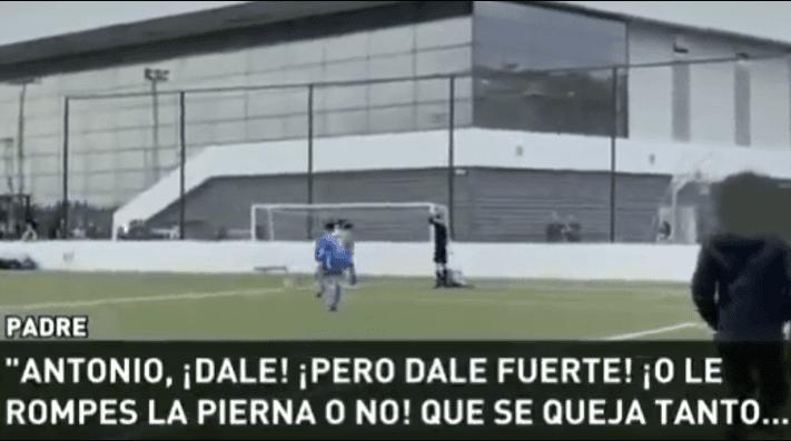 Video escandaloso: padre pide a su hijo de 11 años que le rompa la pierna al rival