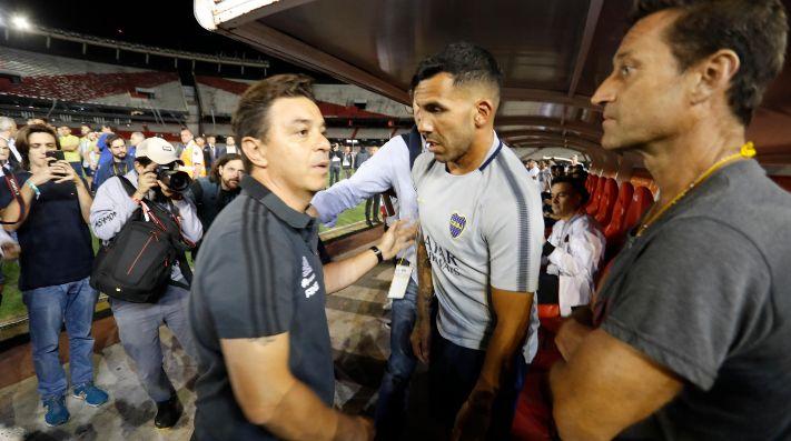 Foto de Carlos Tevez junto a Marcelo Gallardo.