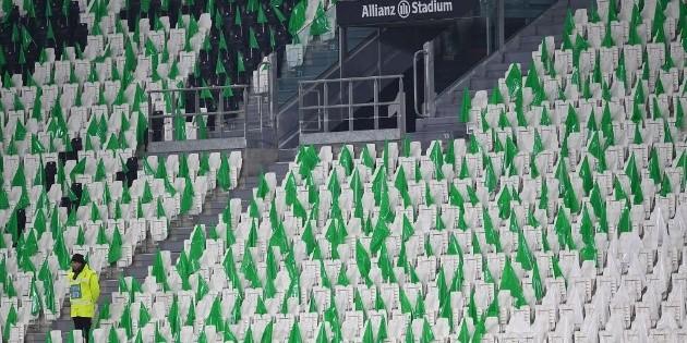 UEFA decidió que los partidos de Champions y Europa de esta semana se jueguen sin público | Bolavip