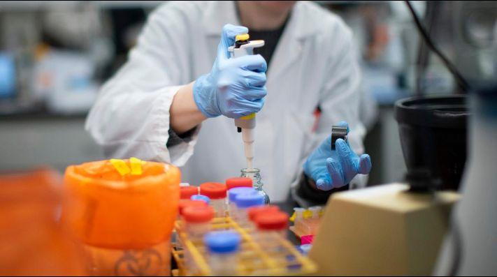 Científicos argentinos estudian el nuevo tratamiento contra el coronavirus