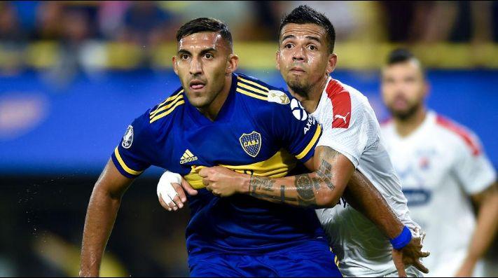 Ramón Ábila enfrentando a Independiente Medellín.