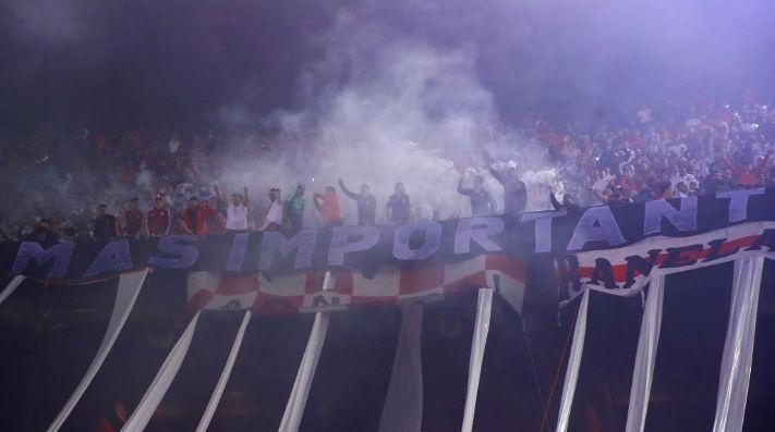 Los hinchas de River extrañan el Estadio Monumental.
