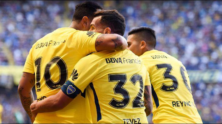 Foto de Cardona, Tevez y Bebelo en Boca.