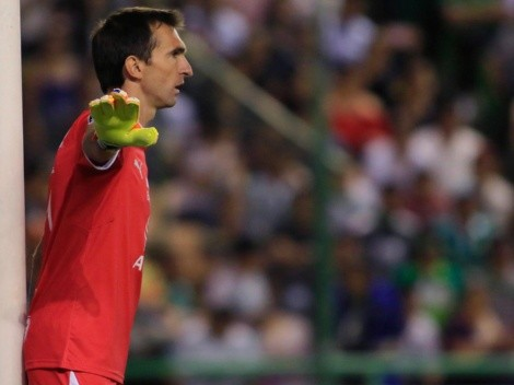 Dolerá en Monterrey: Barovero posó con la playera del Burgos
